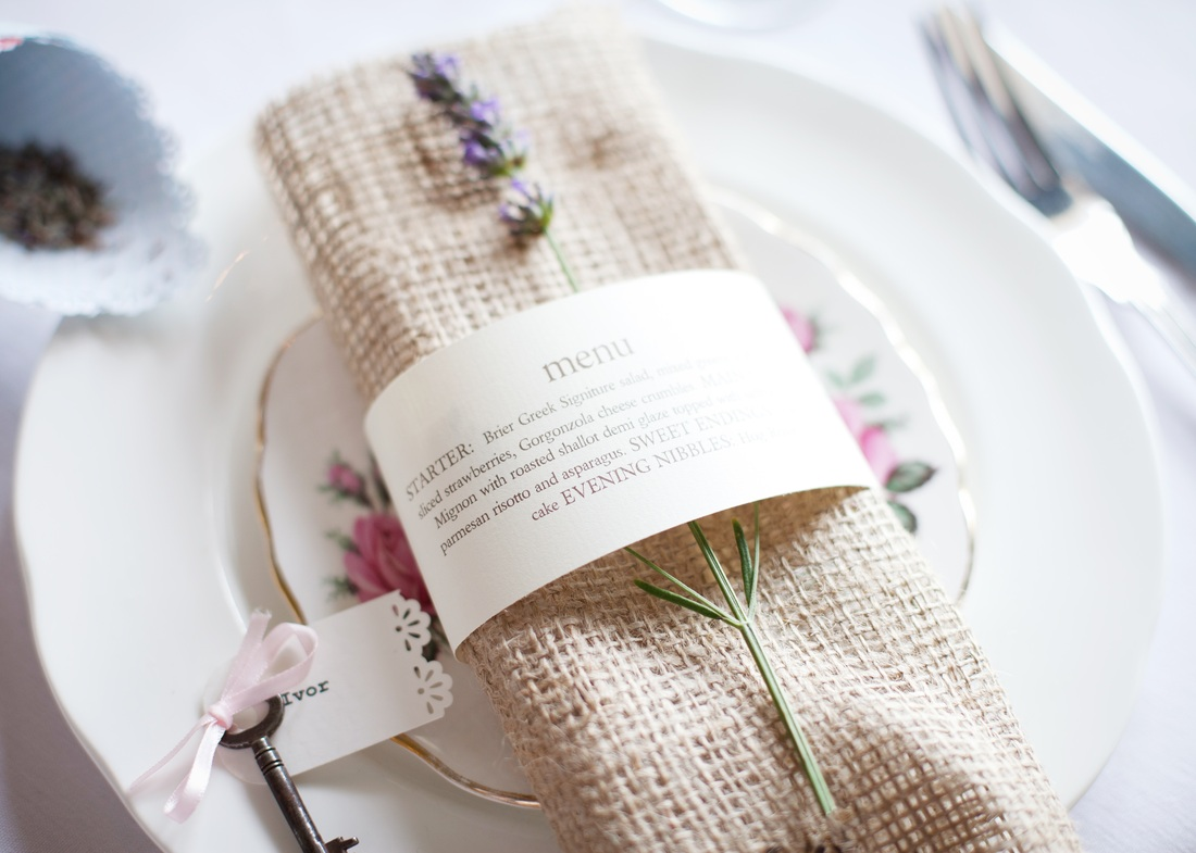 Hessian cuff place setting