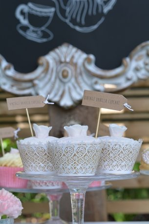 Nerissa Eve Weddings cake table